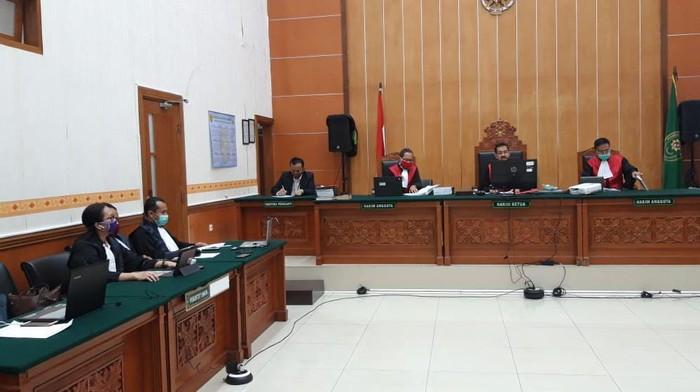 Sidang Pembacaan Dakwaan Abu Rara di PN Jakbar