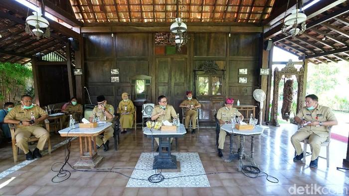 Jumlah warga Banyuwangi yang positif Corona bertambah dua orang. Salah satunya dari klaster Asrama Haji Surabaya.