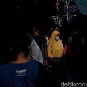 Suasana Pasar Tradisional Tanjung Priok di Hari Pertama PSBB