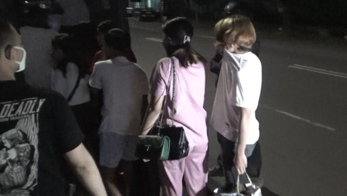 14 remaja jaringan prostitusi online diringkus polisi di Makassar.