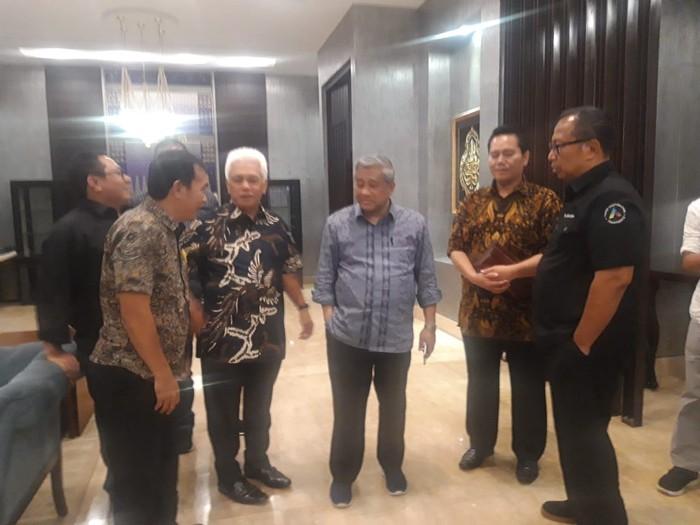 Foto ilustrasi: Wakil Ketua Dewan Penasehat Serikat Media Siber Indonesia (SMSI) M. Hatta Rajasa saat bersama M Nuh (Dok Istimewa)