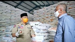 Cek Gedung Bulog, Gubernur Bengkulu Pastikan Stok Beras untuk Warga Aman