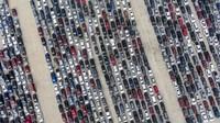 Potret Ribuan Mobil Antre Distribusi Makanan di Texas