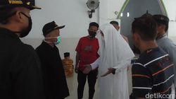 Bubarkan Jemaah Hendak Sholat Jumat di Polman, Petugas dan Warga Adu Mulut