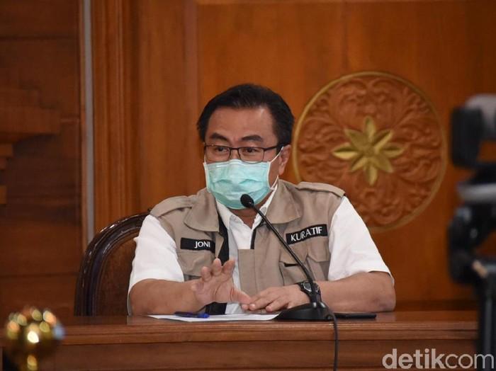 Kasus positif Corona di Jawa Timur saat ini mencapai 223 orang. RSU dr Soetomo Surabaya merawat 13 pasien positif Corona.