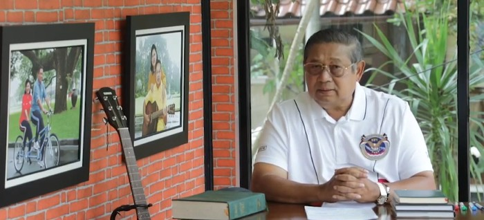 SBY kembali menciptakan lagu yang bertujuan untuk memberikan semangat di tengah pandemi virus corona COVID-19. Lagu ini pun dinyanyikan oleh sederet penyanyi Tanah Air. Mulai dari Yuni Shara, Sandhy Sondoro, hingga Lala Karmela. Seperti apa?