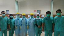 Berduka Paramedis Meninggal Tangani Corona, Perawat RSHS Pakai Pita Hitam