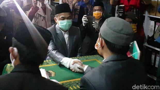 KUA Tamalate Makassar layani akad pernikahan di kantornya (MN Abdurrahman/detikcom)