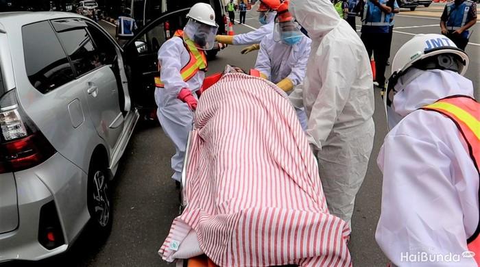 Simulasi penanganan pasien Corona di jalan tol