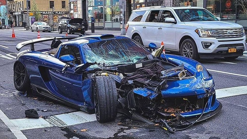 Kapok, Ngebut Saat Lockdown Berujung Porsche Rp 11,8 Miliar Ringsek