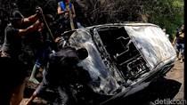Massa Bakar Taksi Online Ugal-ugalan yang Tabrak Motor di Tasik