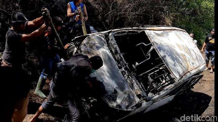 Taksi Online Dibakar Massa di Tasikmalaya