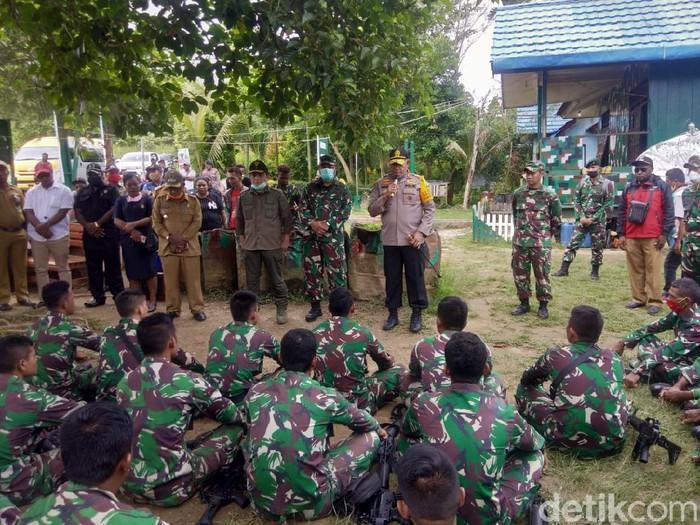 Kapolda Papua dan Pangdam Cenderawasih mengunjungi Memberamo Raya pasca insiden salah paham yang mengakibatkan 3 anggota polisi meninggal (dok. Istimewa)