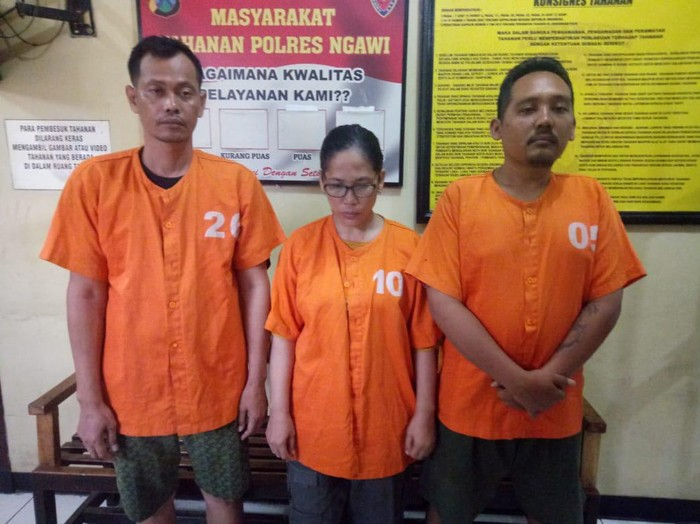 Polisi Ngawi meringkus tiga penipu yang mencatut pejabat negara. Mereka menipu korban dengan mengaku bisa meloloskan anak korban ke akademi kepolisian (Akpol).