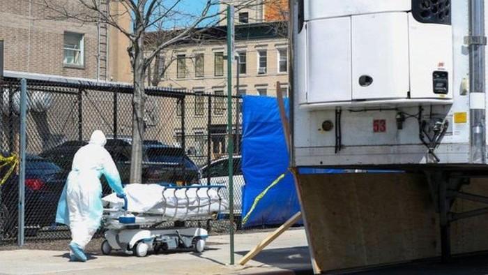 Virus corona: Drama Covid-19 di New York, kota yang kewalahan mengurusi jenazah dan rumah sakit darurat di tengah kota