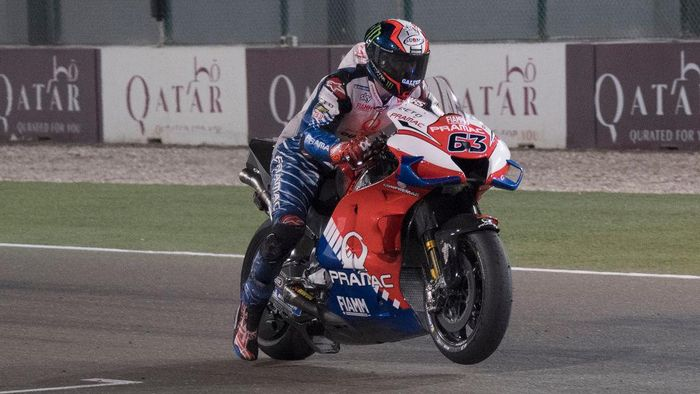 DOHA, QATAR - FEBRUARY 24: Francesco Bagnaia of Italy and Pramac Racing  tests the start on the grid during the MotoGP Tests at Losail Circuit on February 24, 2020 in Doha, Qatar. (Photo by Mirco Lazzari gp/Getty Images)