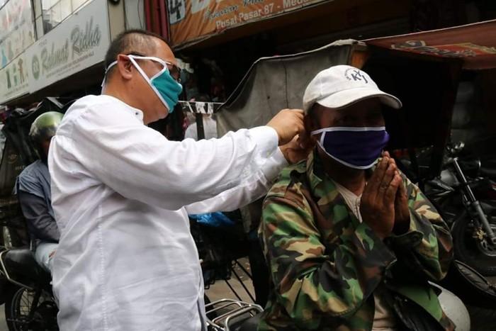 Akhyar Nasution saat razia masker di Medan (dok. Istimewa)