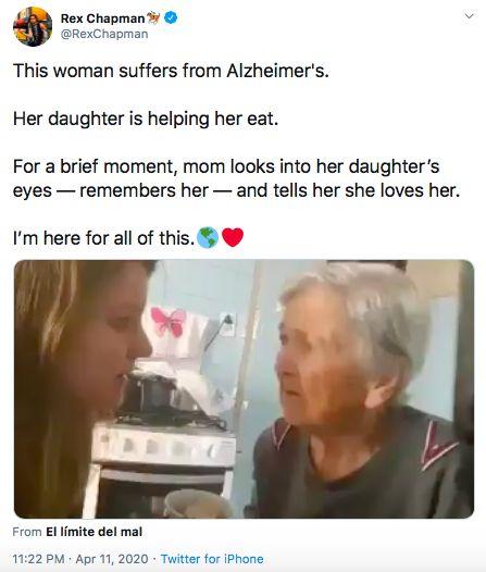 Nenek pengidap alzheimer disuapi makan cucunya