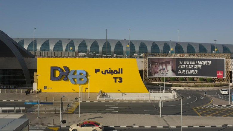 Dubai, United Arab Emirates - March 29, 2019: General view of Dubai International Airport Terminal 3 in Dubai, United Arab Emirates. It is the worlds busiest airport by international passenger traffic.