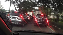 Tetap Banyak Kendaraan Saat PSBB, Jalanan di Jakarta Timur Macet