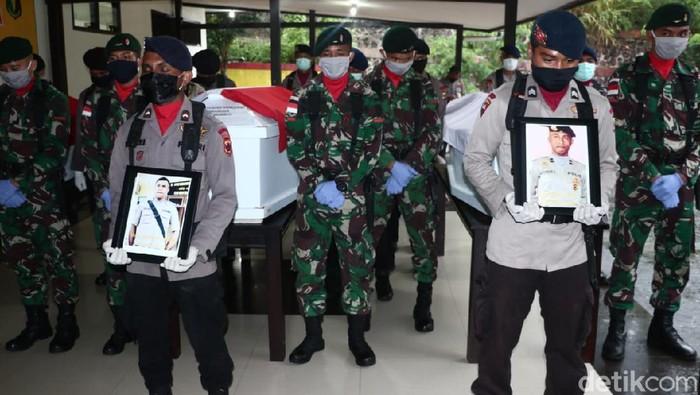 Pelepasan 3 jenazah anggota Polri korban pertikaian maut di Papua.