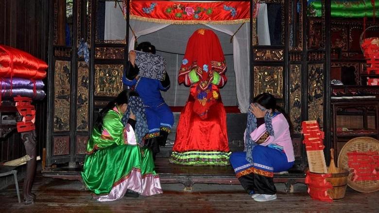 Tradisi pernikahan unik Suku Tujia di China.