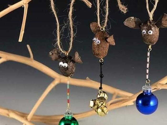 Seniman ciptakan perhiasan dan aksesori rumah dari kotoran hewan.