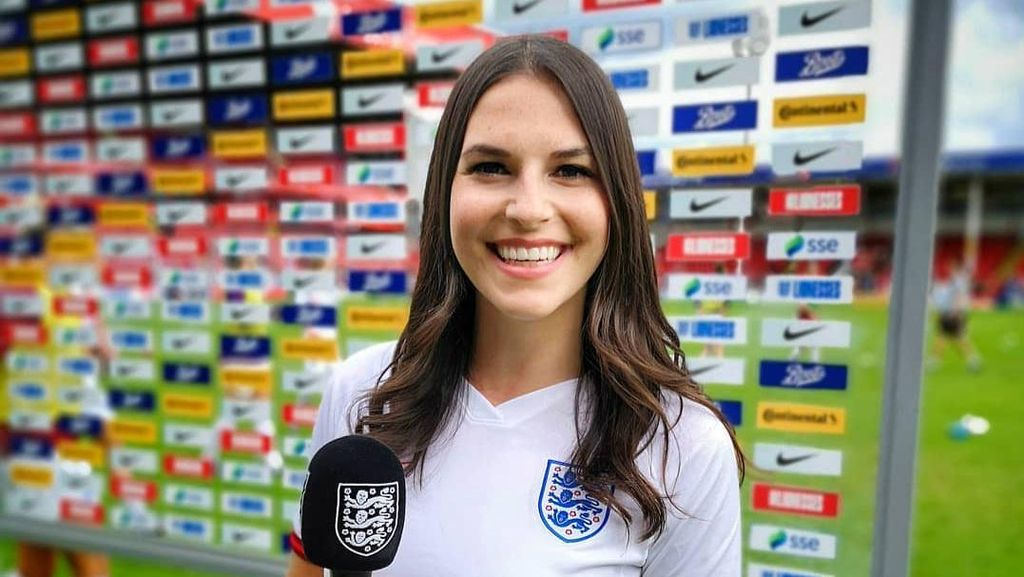 Cerita Presenter Cantik Dilamar Suporter Arsenal via Instagram