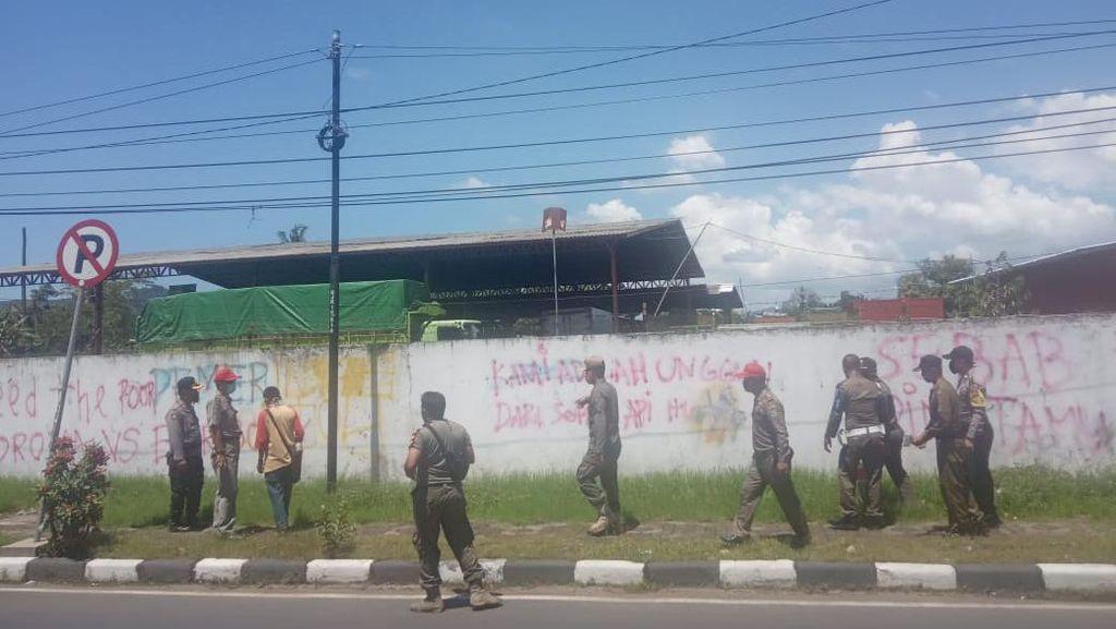Takut Membuat Resah, Coretan Vandal Kill The Rich di Banjar Dibersihkan