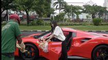 Pakai Ferarri hingga Ducati, Kisah Pengiriman Makanan Ini Jadi Viral
