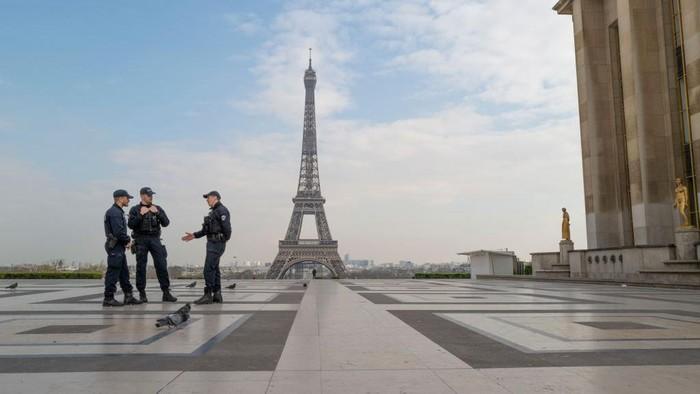 Presiden Prancis Emmanuel Macron memperpanjang status lockdown di negaranya. Hal itu dilakukan guna hentikan penyebaran Corona hingga 11 Mei mendatang.