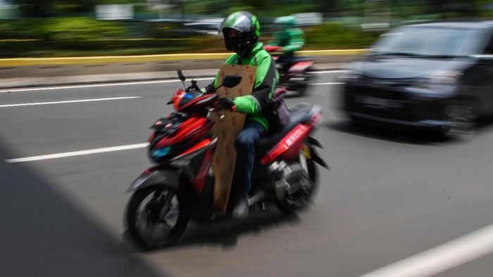 Pasar Mitra Tani Bogor milik Kementerian Pertanian bekerjasama dengan layanan ojek daring. Hal ini untuk memudahkan warga dalam berbelanja sembako selama PSBB.