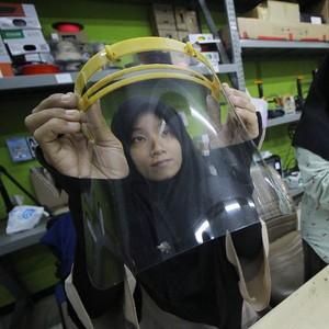 Cara Mudah Membuat Face Shield Sendiri dari Botol Bekas untuk Cegah Corona