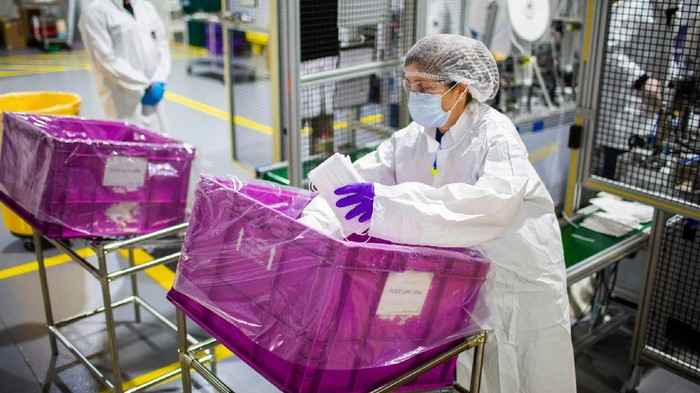 Ford Bikin APD untuk Tenaga Medis Pakai Material Bekas Airbag