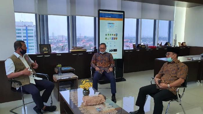 Yandri Susanto saat bertemu Ketua Gugus Tugas Doni Munardo bersama Zulkifli Hasan