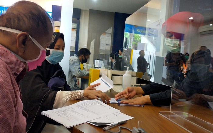 Bank Mandiri menunjukan komitmennya dalam memberikan asuransi jiwa kepada 35.000 tenaga medis yang menangani COVID-19 dengan uang pertanggungan hingga Rp 1 triliun.