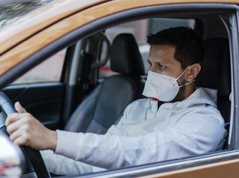 Perlukah pakai masker saat naik mobil pribadi?
