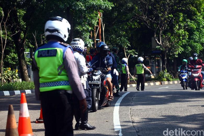 Pembatasan Sosial Berskala Besar (PSBB) mulai diterapkan di wilayah Jawa Barat. Mula dari Depok, Bogor hingga Bekasi.