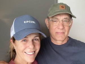 Pamer Paspor, Tom Hanks dan Rita Wilson Kini Resmi Jadi Warga Negara Yunani
