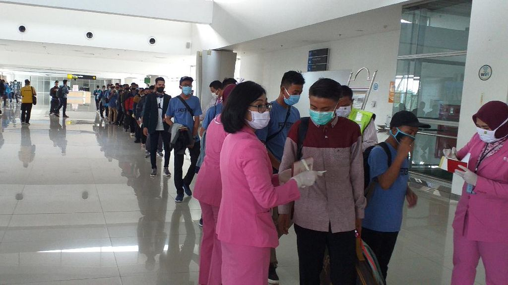 Usai Turunkan Pekerja Migran dan Mahasiswa, Pesawat Angkut Santri Asal Malaysia