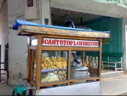 Gerobak makanan dengan nama sok imut