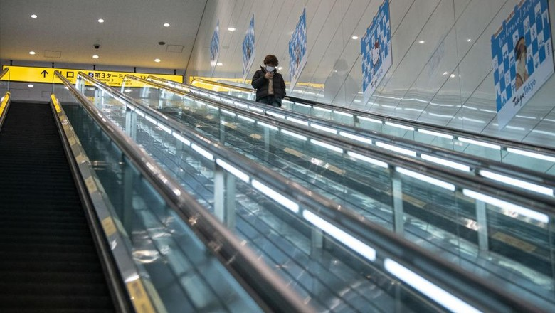 Bandar Udara Internasional Tokyo atau yang populer sebagai Bandara Haneda merupakan bandara tersibuk di Jepang. Sejak Corona merebak, lokasi ini seperti bandara hantu.