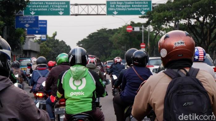 Jelang sepekan PSBB, arus lalu lintas di Kota Bandung padat