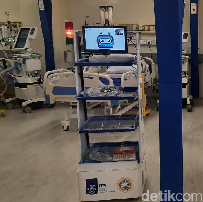Robot Medical Assitant ITS-Unair (RAISA) sudah dioperasikan di RSKI Unair mulai hari ini. Robot tersebut akan membantu kerja tenaga medis dalam merawat pasien Corona.