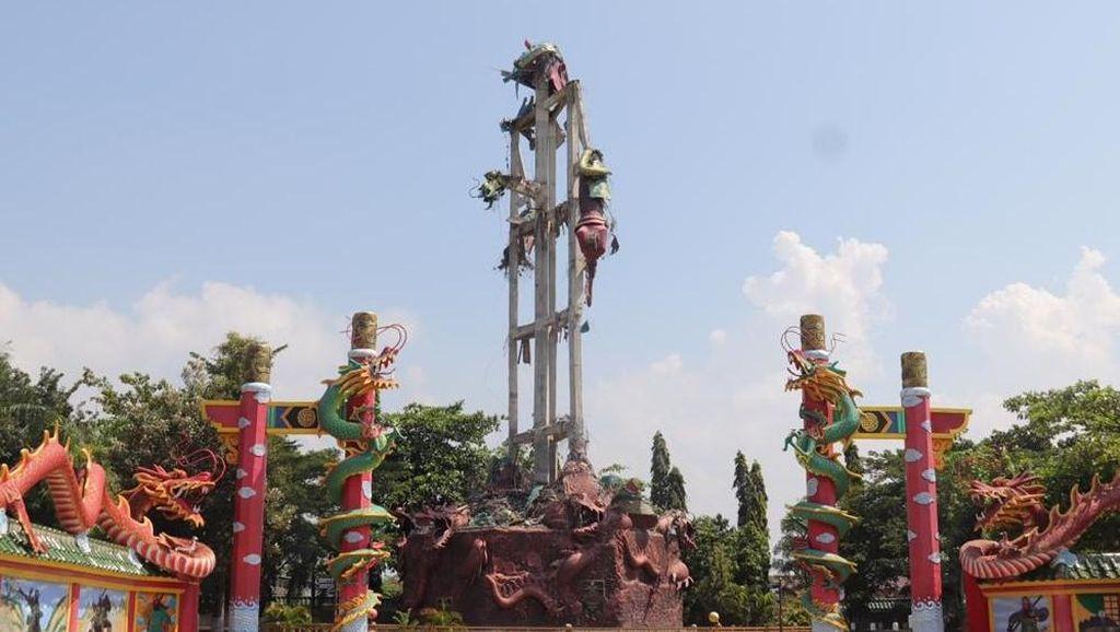 Potret Patung Dewa Setinggi 30 Meter yang Runtuh di Tuban