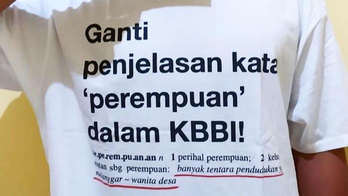 Kaos Ganti Penjelasan Kata Perempuan dalam KBBI.