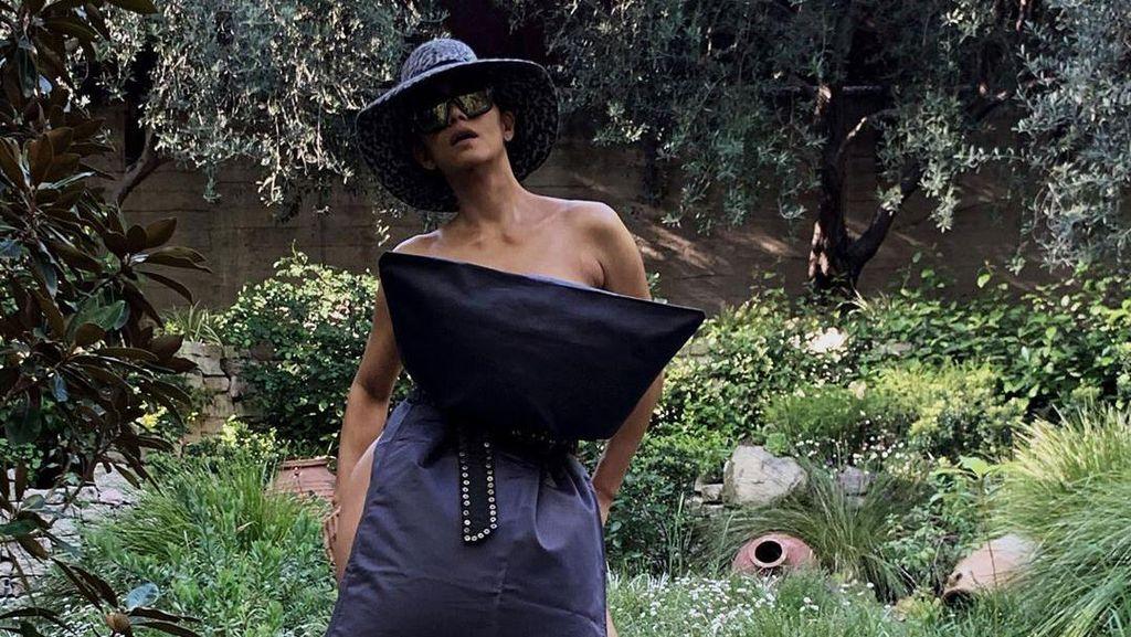 Gaya Super Seksi Halle Berry Ikut Tantangan #PillowChallenge