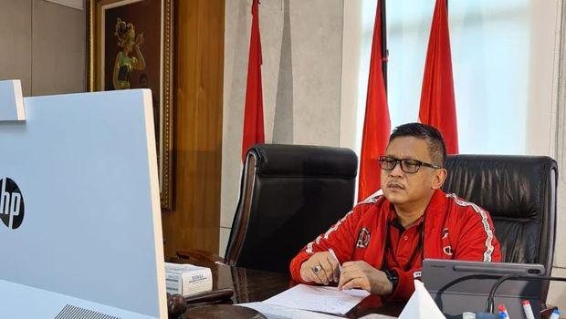 Sekjen PDIP Hasto Kristiyanto saat video conference dengan Ketum PDIP Megawati Soekarnoputri