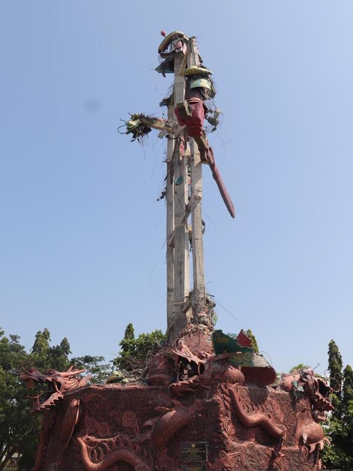 patung kwan sing bio roboh