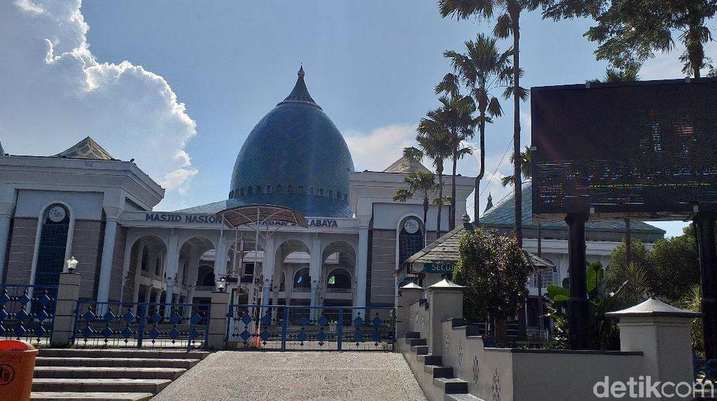Terapkan Protokol New Normal, Masjid Al Akbar Salat Jumat Bershaf 2,5 Meter